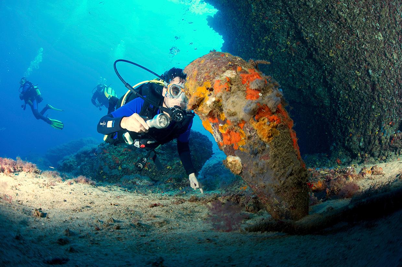 Manuel Bustelo undersea exploration