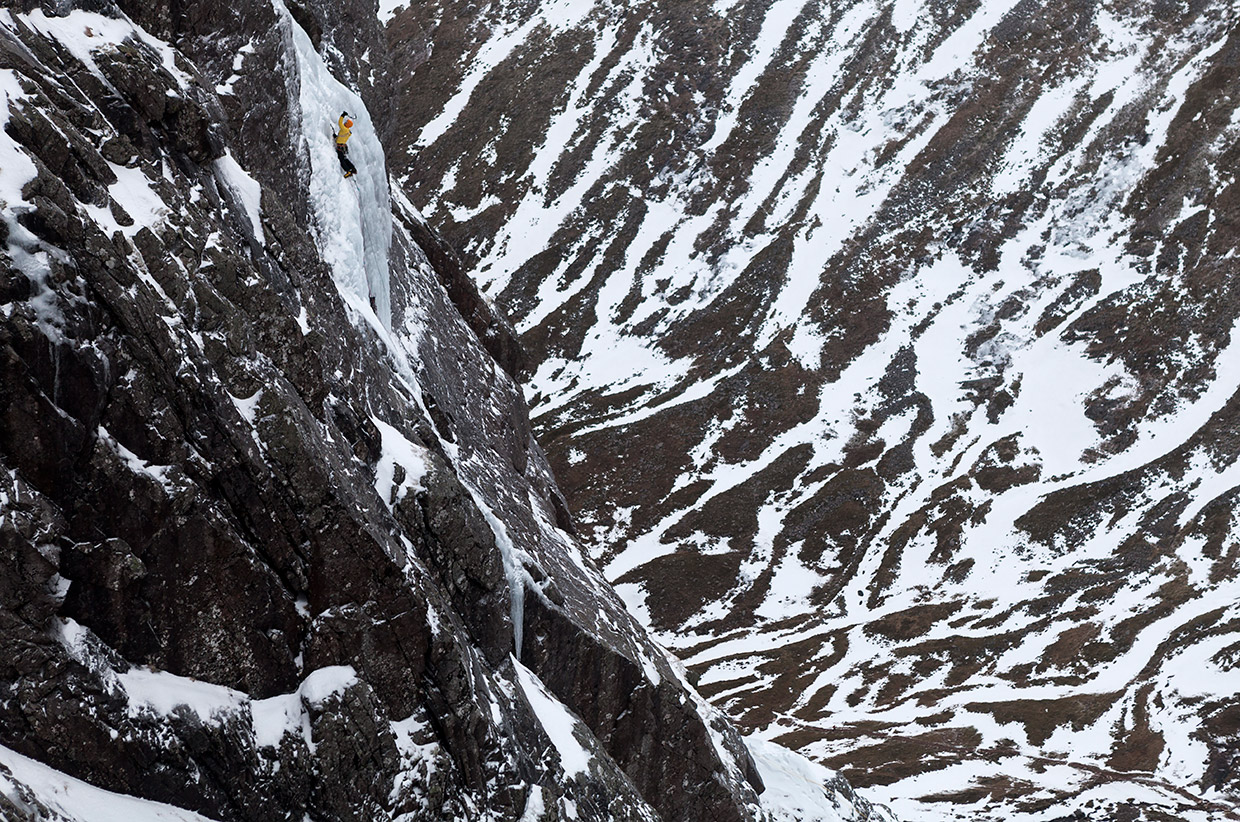 AndyCave-climbing-The-Curtain-on-Ben-Nevis-Pic-Hot-Aches-Productions---Matt-Pycroft
