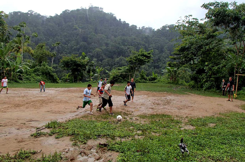 03-Game-of-Football-with-the-Awajun
