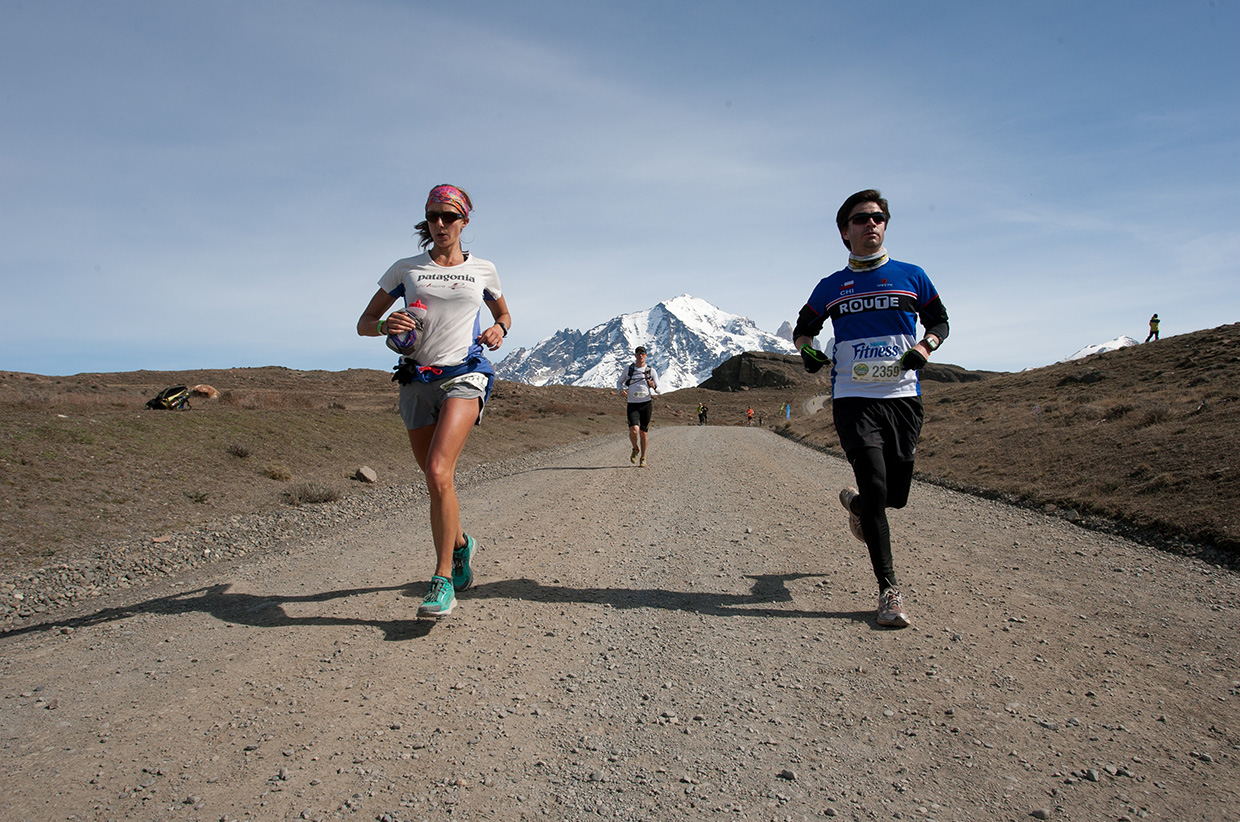 Christian Miranda Ryan Sandes running the Patagonian International Marathon