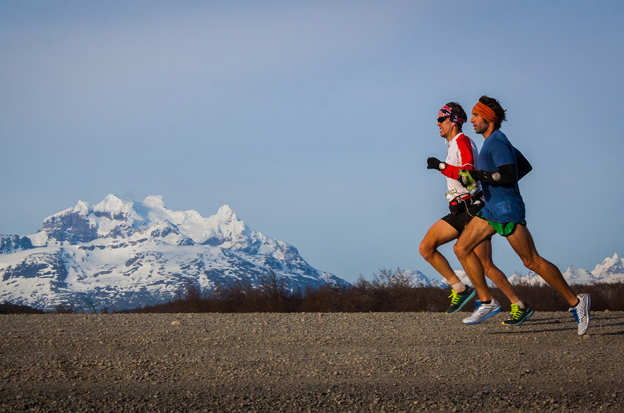 Ryan Sandes running the Patagonian International Marathon