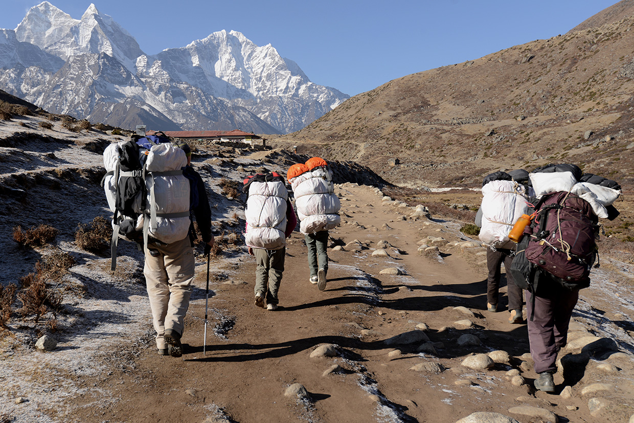 iPorter - Walking with the high altitude porters in the Himalayas