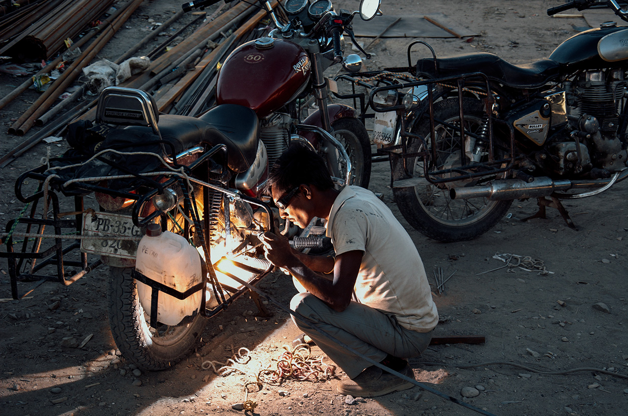 repairing the Enfield in Kashmir