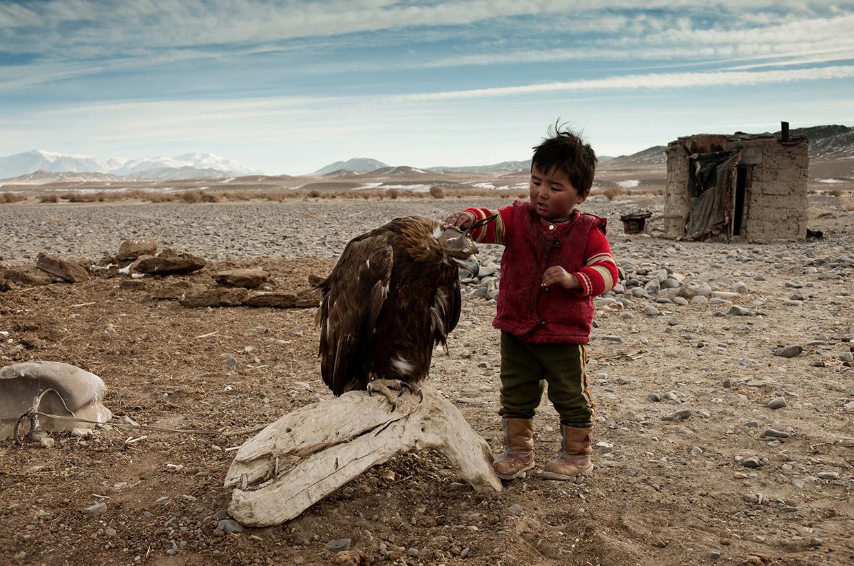 Mongolia-eagle-hunters-02