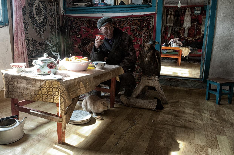 Mongolia-eagle-hunters-03