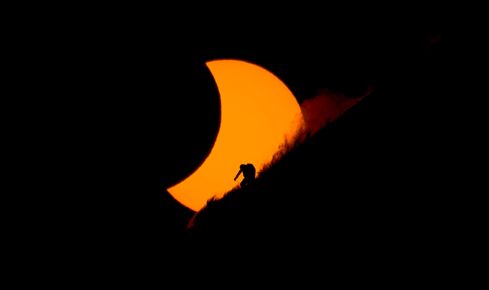 http://www.sidetracked.com/wp-content/uploads/2016/03/150320-svalbard-eclipse-Reuben-Krabbe3.jpg