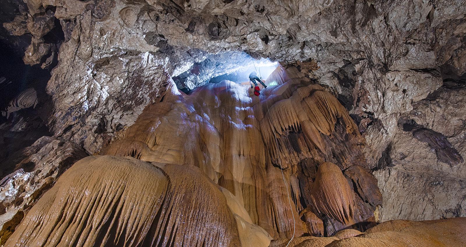 Cueva de la Peña Colorada